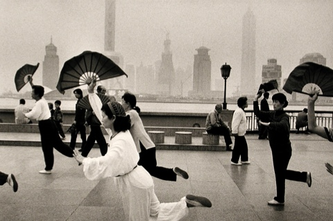 Along The Bund Huangpu River Shanghai Shina 1998 Sebastiao Salgado